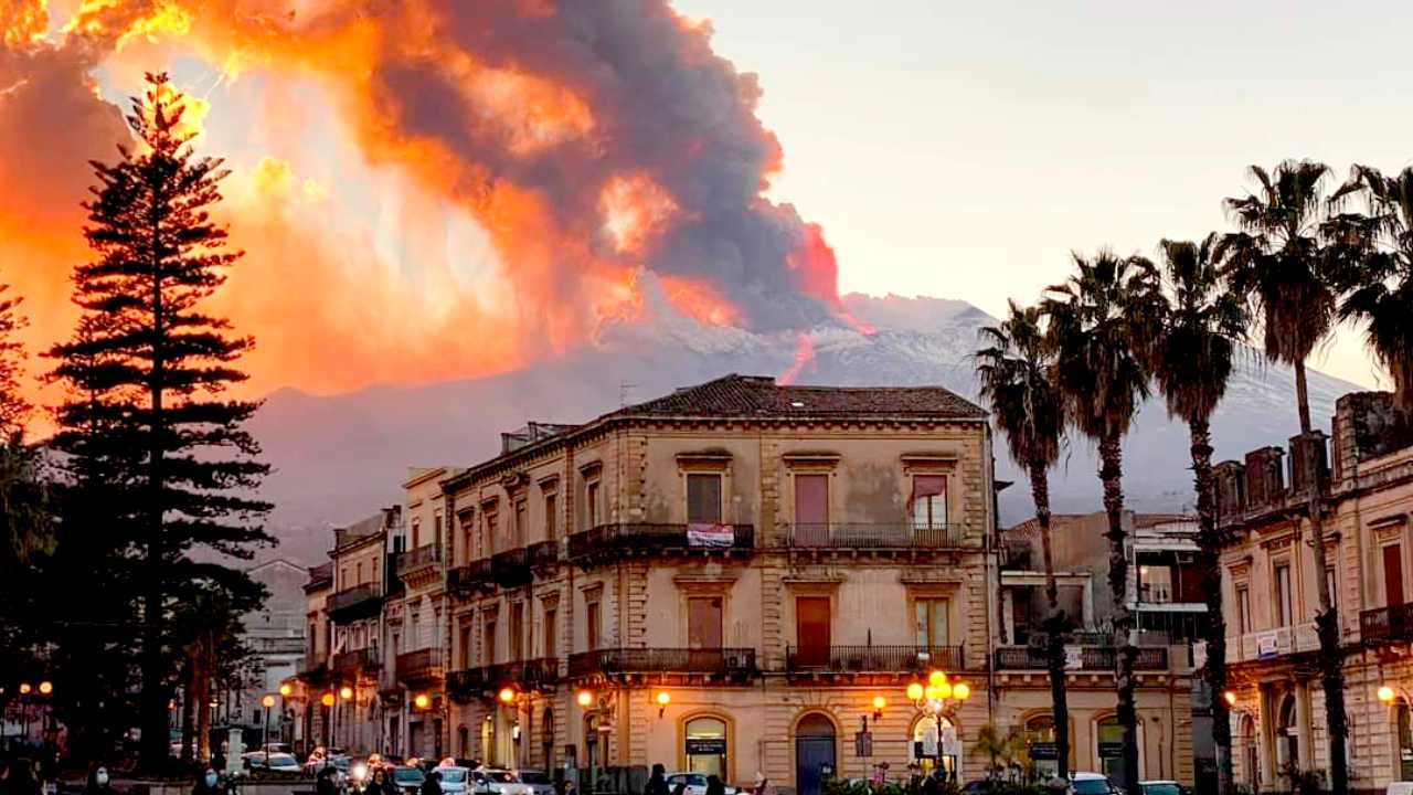 Mount Etna eruption wows onlookers but causes no destruction, death- Technology News, FP