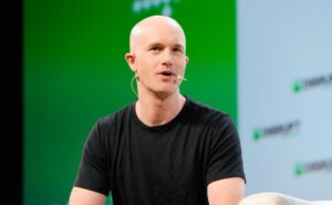 Coinbase opens at $381 per share, valuing the crypto exchange at nearly $100B – TechCrunch