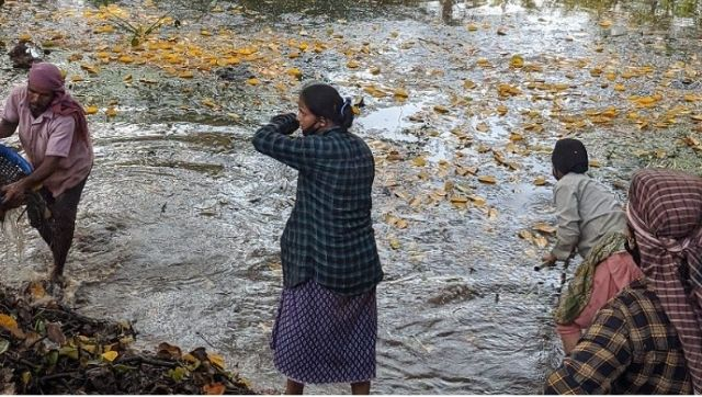 In a bid to revive dying ponds in Goa, local community seeks help from stranded migrant labourers