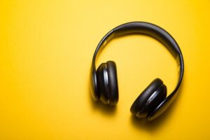Closed headphones for crowded spaces- Technology News, FP