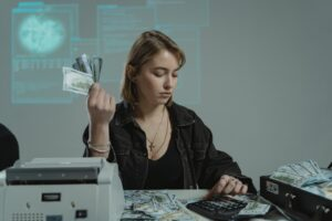 4 Tips to Help New Employees Manage Their Finances More Effectively