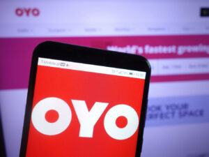 OYO's Singapore Arm Secures $200 Mn SoftBank Term Loan