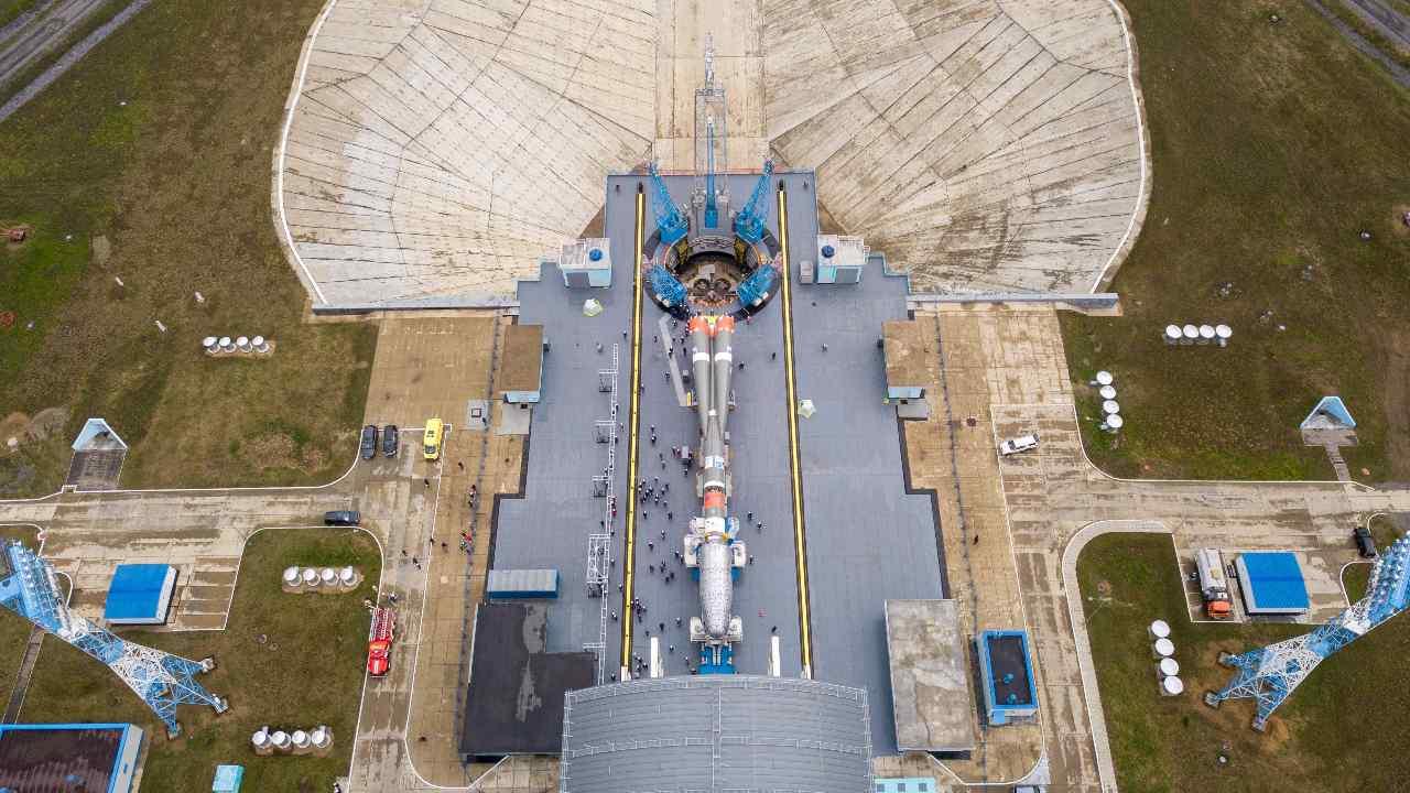 Russian Soyuz, Arianespace launch OneWeb's 36 telecom satellites to LEO- Technology News, FP