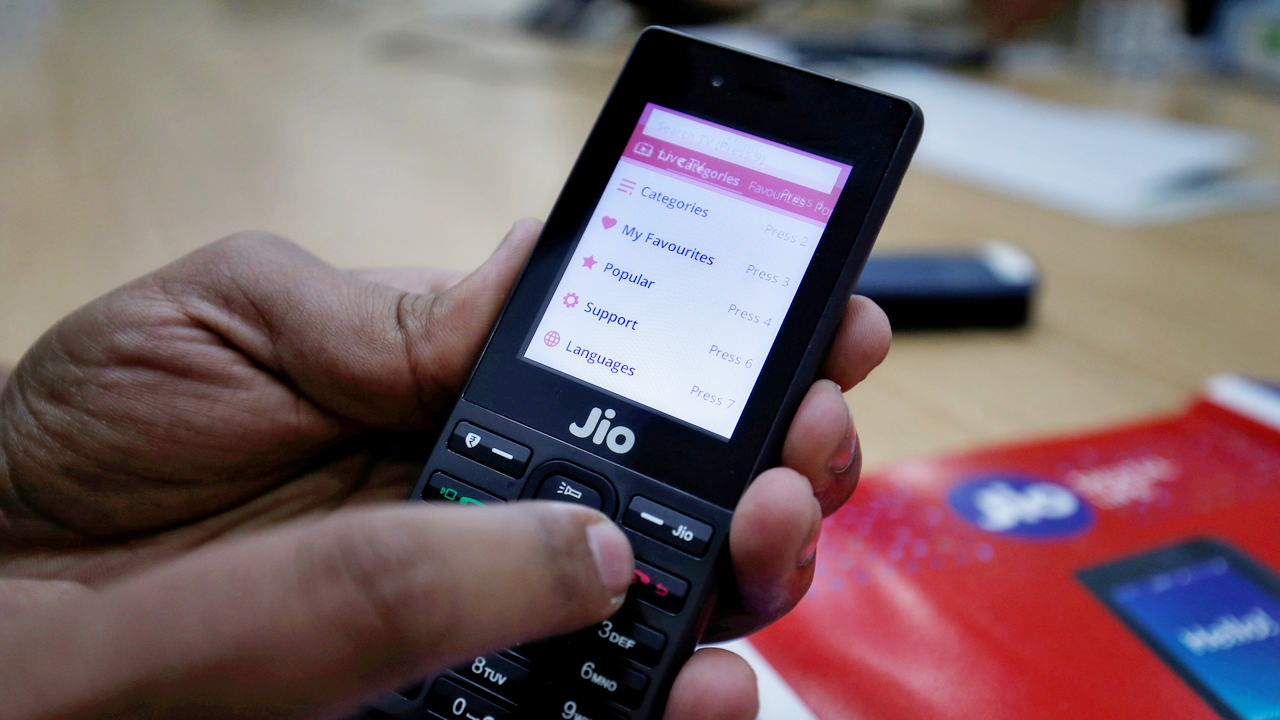 Reliance Jio offers 300 minutes of free outgoing calls, 'buy one get one' on recharge for JioPhone users- Technology News, FP