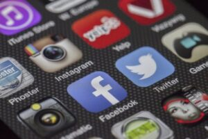 Constructive Tips for Small Businesses to Maintain a Strong Social Media Presence