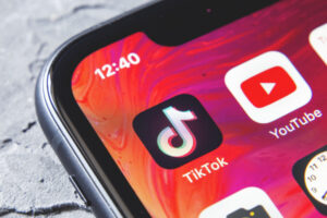 Driven by live streams, consumer spending in social apps to hit $17.2B in 2025 – TC